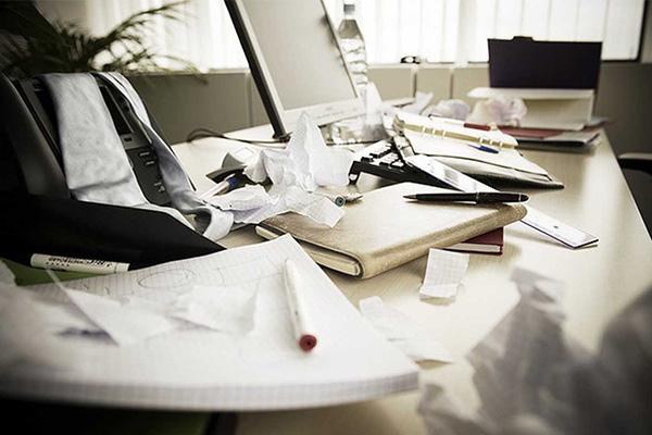Begin met het opruimen van je bureau