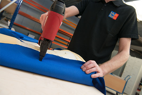 Het nieuw stofferen, lakken of beitsen van een meubel maakt een groot verschil